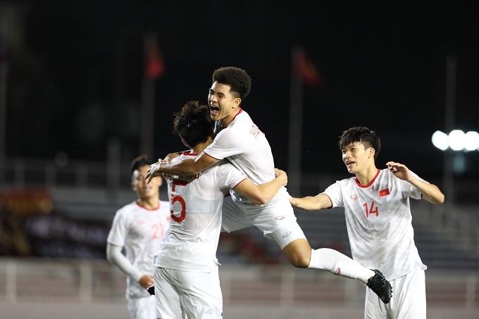 Niềm vui của Đức Chinh và cầu thủ Việt Nam. Ảnh: Đức Đồng