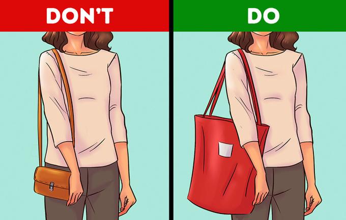 Với dáng người hình chữ nhậtNàng cần bổ sung đường cong cho cơ thể, đó là lý do tại sao kiểu dáng và chất liệu túi xách quan trọng đối với bạn. Nên căn chỉnh chiều dài dây đeo sao cho túi ở vị trí quanh hông. Thay vì dùng túi form cứng, bạn hãy chọn đồ da mềm và túi xách satchel quá khổ, túi tote hay hobo.
