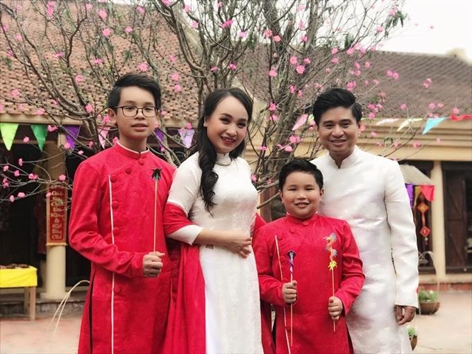 Gia đình Tấn Minh - Thu Huyền.