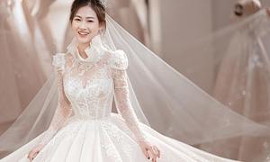 Váy cưới Haute Couture có cổ đặc biệt của cô dâu Hà Nội