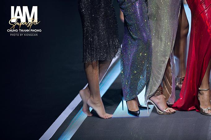 Cách xử lý tình huống chuyên nghiệp của Thuý Hạnh nhận được nhiều lời khen của giới chuyên môn, nhiếp ảnh và khán giả yêu thời trang.