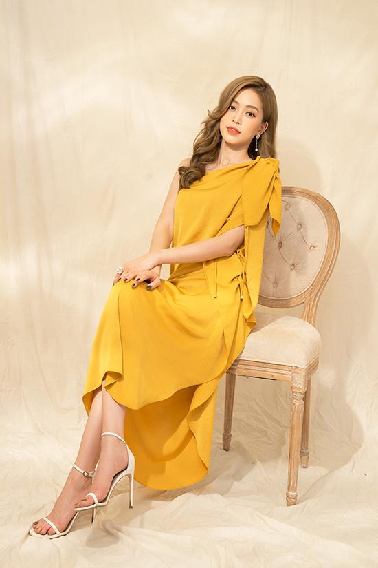 Gam nâu vàng, nâu đất ấm áp tiếp tục được nhà thiết kế đưa vào các trang phục cho mùa mới.