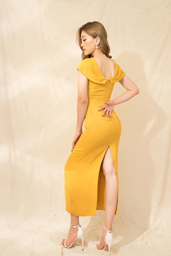 Ngoài các mẫu đầm không kén dáng, bộ sưu tập còn giới thiệu các mẫu váy tôn đường cong. Kiểu trang phục giúp phái đẹp gợi cảm hơn khi tham gia tiệc tùng cuối năm.