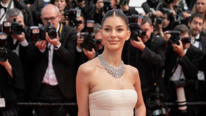 Camila Morrone trên thảm đỏ Cannes 2019.