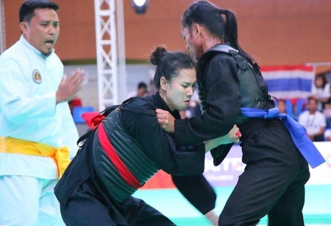Trong trận chung kết pencak silat, đối kháng nữ 50-55 kg,dành cho nữ, võ sĩ Trần Thị Thêm đã đánh bại Jeni của Indonesia với tỉ số 5-0 để mang về chiếc HC vàngđầu tiên cho đoàn Việt Nam trong ngày thi đấu thứ năm (sáng 5/12).
