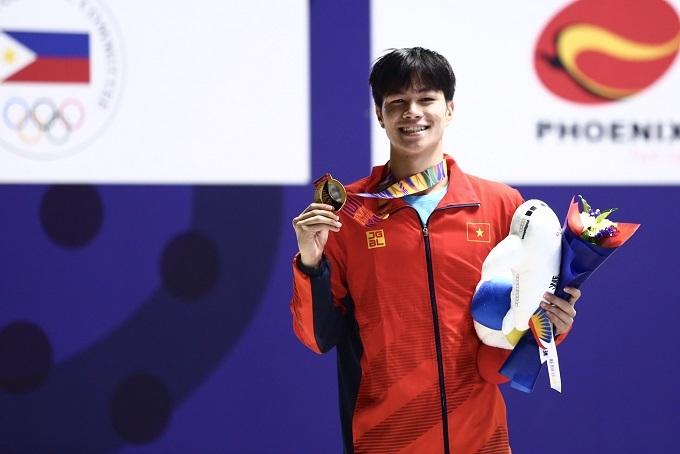 Không nằm trong dự tính, nhưng ngay trong lần đầu dự SEA Games, kình ngư 16 tuổi Trần Hưng Nguyên đã xuất sắc giành HC vàng200m hỗn hợp nam. Anh về đích với thành tích 2 phút 2,56 giây, sau cú nước rút ngoạn mục để vượt qua đối thủ người Singapore Yi Shou Darren Chua.