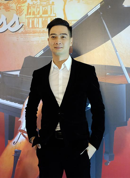 Slim V tại buổi họp báo giới thiệu hòa nhạc Hạnh phúc diễn ra chiều 4/12 tại Hà Nội.