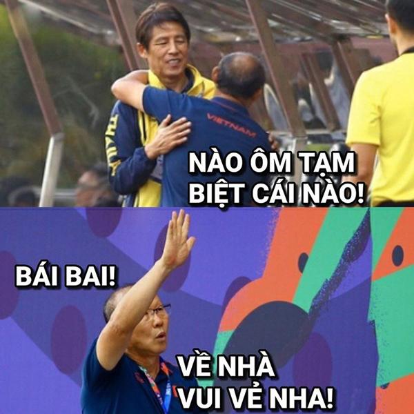 Tiếng còi kết thúc trận đấu vang lên, tuyển U22 Việt Nam chính thức giành vé vào bán kết SEA Games 30 với vị trí đầu bảng, tuyển Thái Lan phải xách vali về nước.
