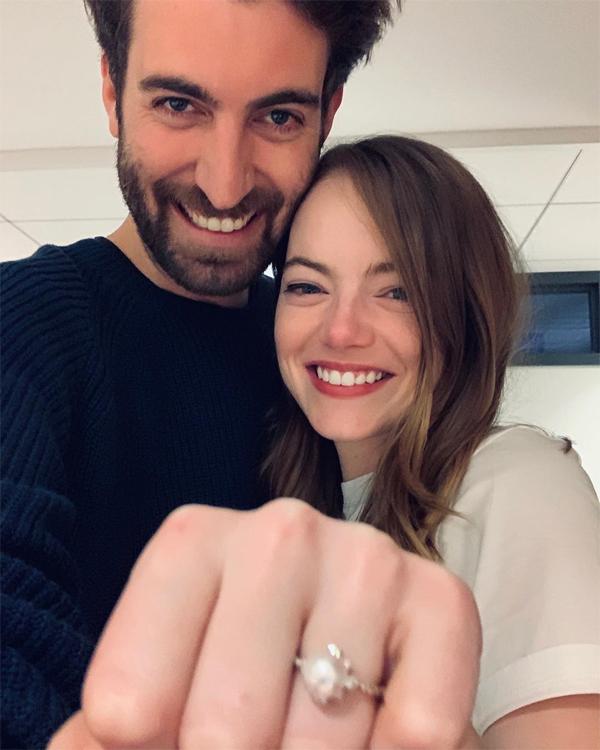Bạn trai khoe ảnh vừa cầu hôn Emma Stone.
