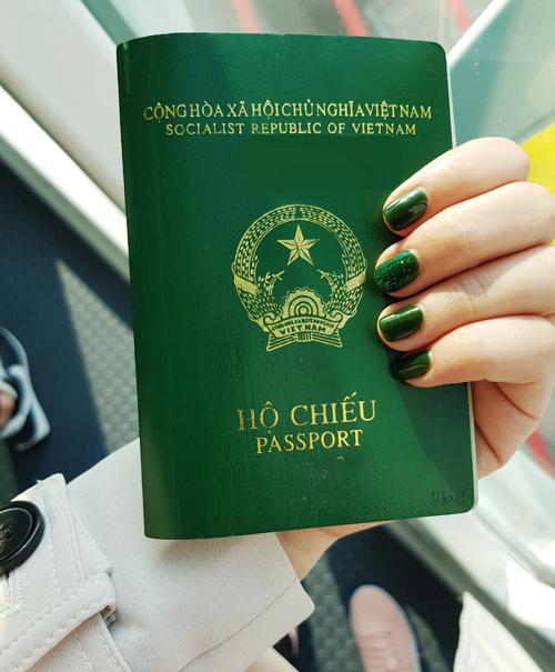 Nếu xin qua công ty, bạn có thể được hoàn lại phí dịch vụ nếu không đậu visa. Ảnh: Nguyên Chi