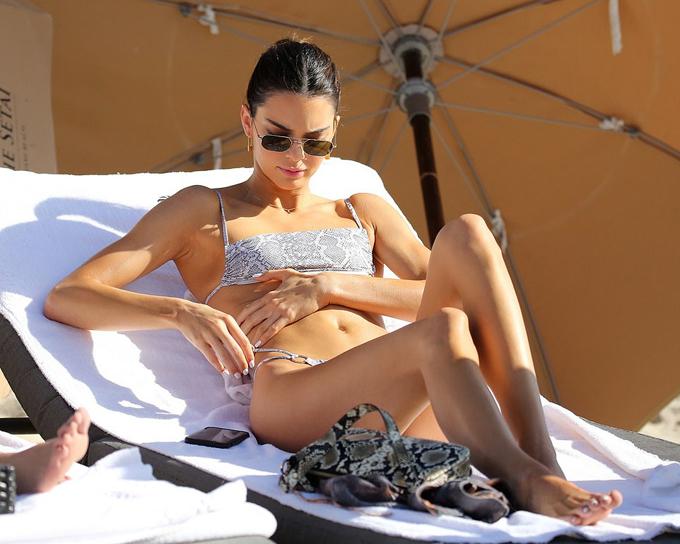 Kendall Jenner đã trải qua nhiều mối tình nhưng cô chưa bao giờ thực sự công khai. Siêu mẫu là cô gái duy nhất trong gia đình Kardashian không vướng ồn ào tình trường và chưa có con.