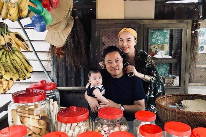 Đinh Ngọc Diệp đưa con trai đến trường quay ở Huế thăm Victor Vũ.