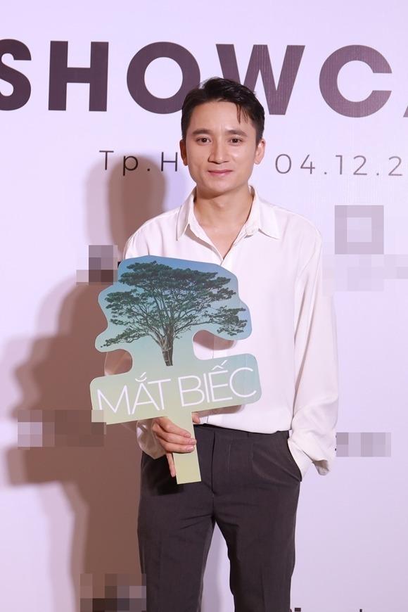 Nhạc sĩ Phan Mạnh Quỳnh dự họp báo phim Mắt biếc chiều 4/12.