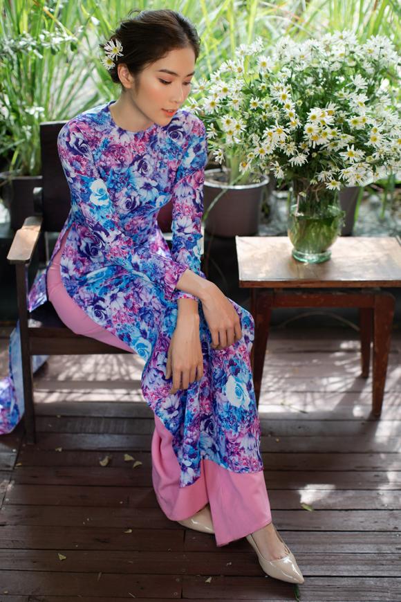 Yêu thích thiết kế áo dài, An Nhiên đầu tư nhiều tâm huyết, dồn tình cảm để chăm chút tỉ mỉ từng trang phục.