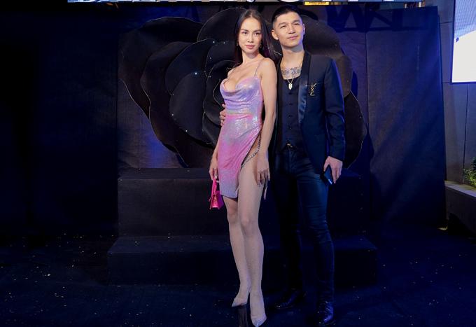 Cường Seven xuất hiện bên bạn gái ở Đêm tiệc của nhan sắc - Black rose party do một tạp chí thời trang kết hợp với thẩm mỹ viện tổ chức.