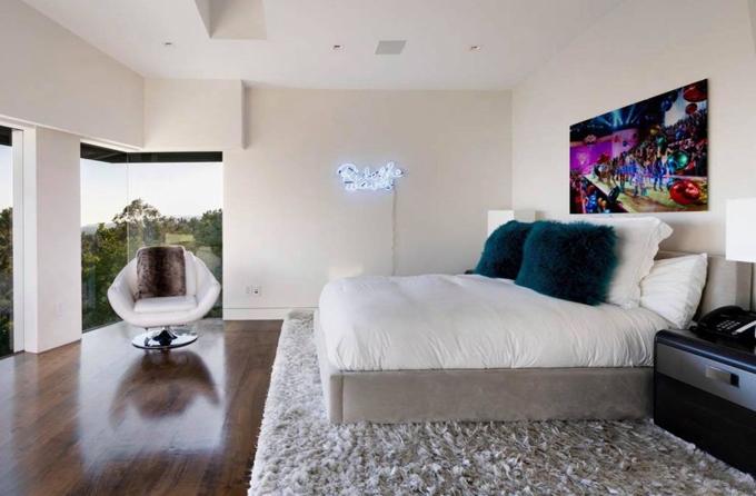 Phòng ngủ có tầm nhìn thoáng, hướng ra khung cảnhthiên nhiên và dễ dàng ngắm thành phố từ trên cao.