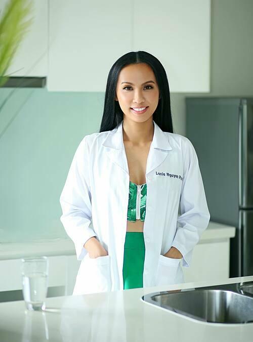 Tại Mỹ, Huyền Ny hoạt động trong lĩnh vực Dược và sở hữu công ty riêng về chăm sóc sức khỏe, sắc đẹp.