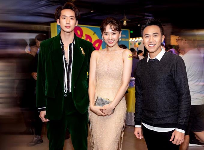 Diễn viên Tuấn Trần (trái) đến xem vai diễn điện ảnh thứ ba và là vai đầu tiên Hari Won nói tiếng Hàn hoàn toàn. Anh Đức (phải) hứa hẹn chọc cười khán giả với vai phụ hài hước trong phim này.