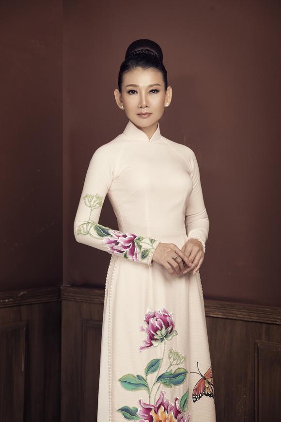 Photo: Rin Trần. Make-up và làm tóc: Vương Khiêm.