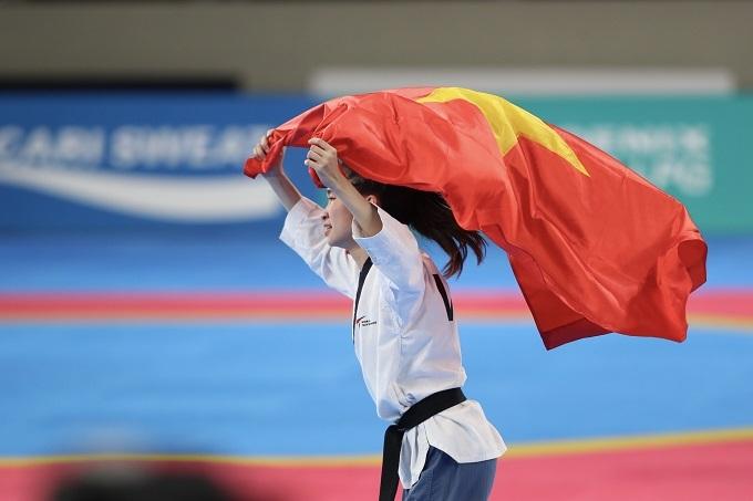 Cũng trong buổi chiều, thể thao Việt Nam còn có thêm tấm HC vàng của VĐV taekwondo Nguyễn Thị Mộng Quỳnh ở nội dung quyền sáng tạo cá nhân nữ.