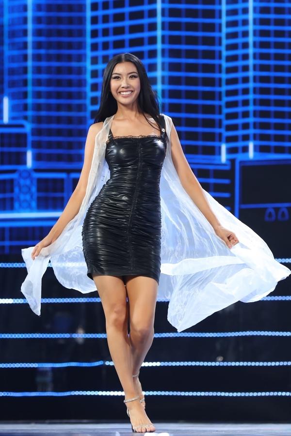 Chồng Tây tháp tùng Thu Minh tập chung kết Hoa hậu Hoàn vũ VN - 7