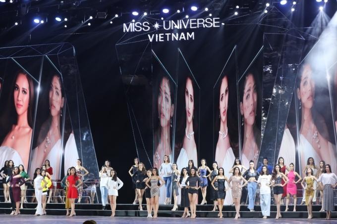 Chồng Tây tháp tùng Thu Minh tập chung kết Hoa hậu Hoàn vũ VN - 5