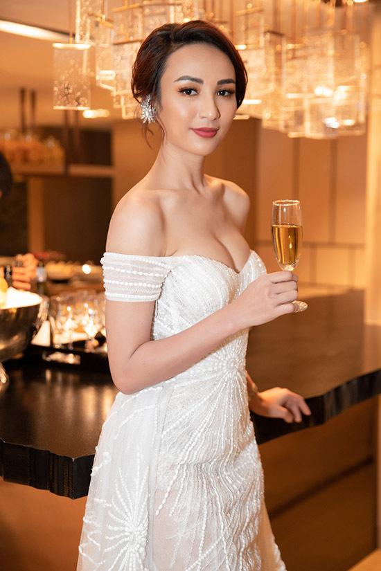 Ngọc Diễm được mời dẫn dắt buổi tiệc kỷ niệm 25 năm thành lập một khách sạn 5 sao nổi tiếng tại TP HCM.