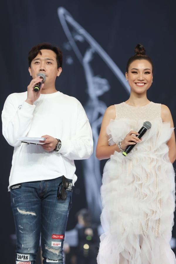 Chồng Tây tháp tùng Thu Minh tập chung kết Hoa hậu Hoàn vũ VN - 3