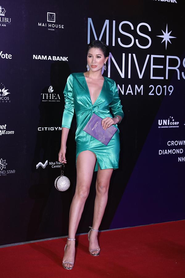 Cựu người mẫu Trang Trần trốn con đi sự kiện. Đã lâu không còn đi catwalk để chuyên tâm cho kinh doanh nhưng cô thỉnh thoảng tham dự các sự kiện lớn.