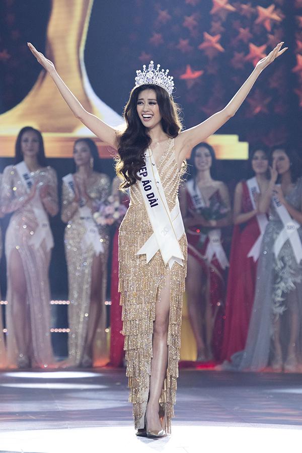 Khoảnh khắc đăng quang của Hoa hậu Khánh Vân.