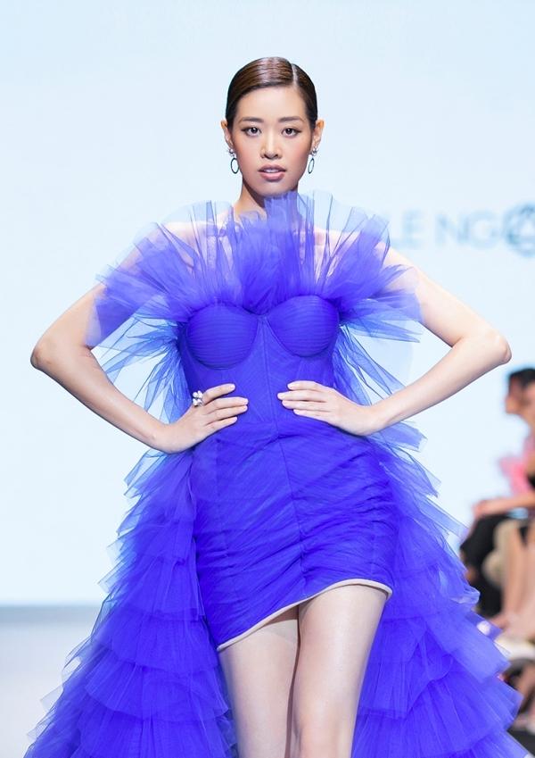 Khánh Vân được chọn trình diễn hai vị trí trong show thời trang thuộc khuôn khổ cuộc thi.
