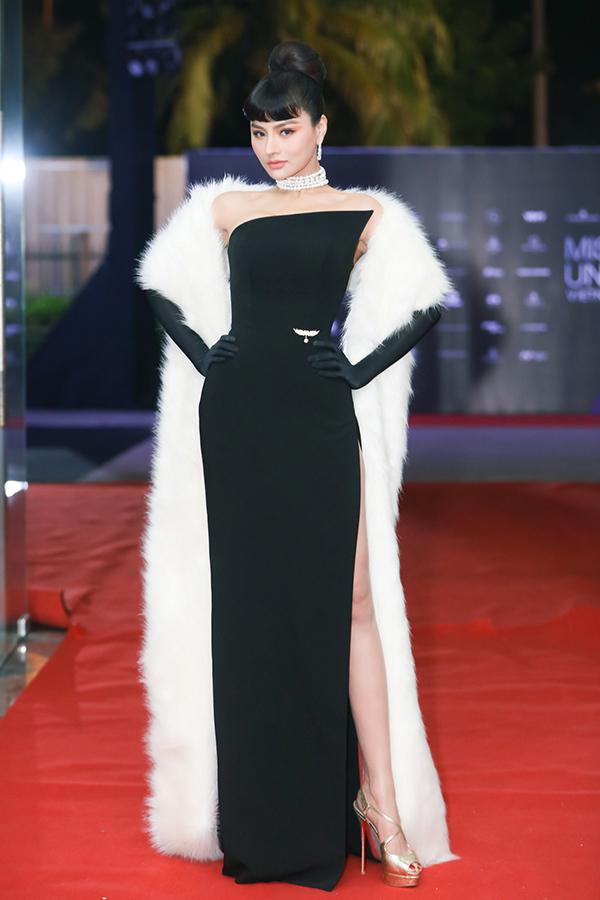 Cựu người mẫu, diễn viên, doanh nhân Vũ Thu Phương diện bộ đồ lấy cảm hứng cổ điển từ huyền thoại thời trangAudrey Hepburn.