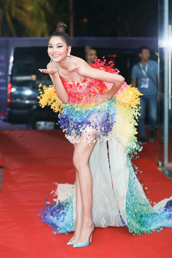 Cô đảm nhận vai trò giám khảo tại cuộc thi năm nay. Lần đầu tiên ngồi ghế nóng của Hoa hậu Hoàn vũ Việt Nam, Thanh Hằng luôn là người nghiêm khắc nhưng biết tạo động lực cho các thí sinh.