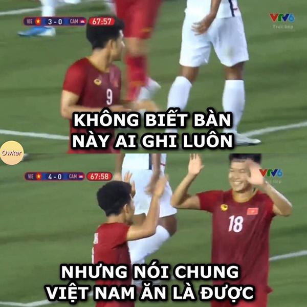 Phút thứ 68, cách biệt được nâng lên thành 4-0 cho U22 Việt Nam. Ban thắng này được cho là may mắn vì bóng chưa chạm chân Đức Chinh.