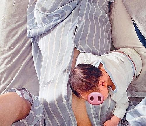 Hình ảnh trước đó của bé Connor được Lan Khuê đăng tải.