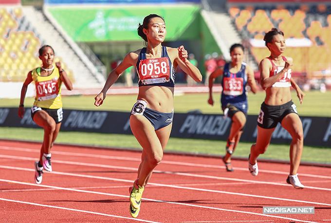 Tú Chinh về nhất ở lượt chạy thứ hai vòng loại 200m nữ SEA Games 30. Ảnh: Đương Phạm.