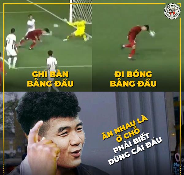 Sau đó không lâu, Đức Chinh là người nâng tỷ số cho U22 Việt Nam.Tiền đạo quê Phú Thọ được mọi người đặt biệt danh là cầu thủ có quả đầu vàng.