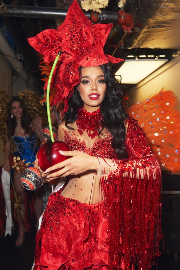 Trang phục gợi cảm giác ngọt ngào như trái cherrycủa người đẹp Chile.