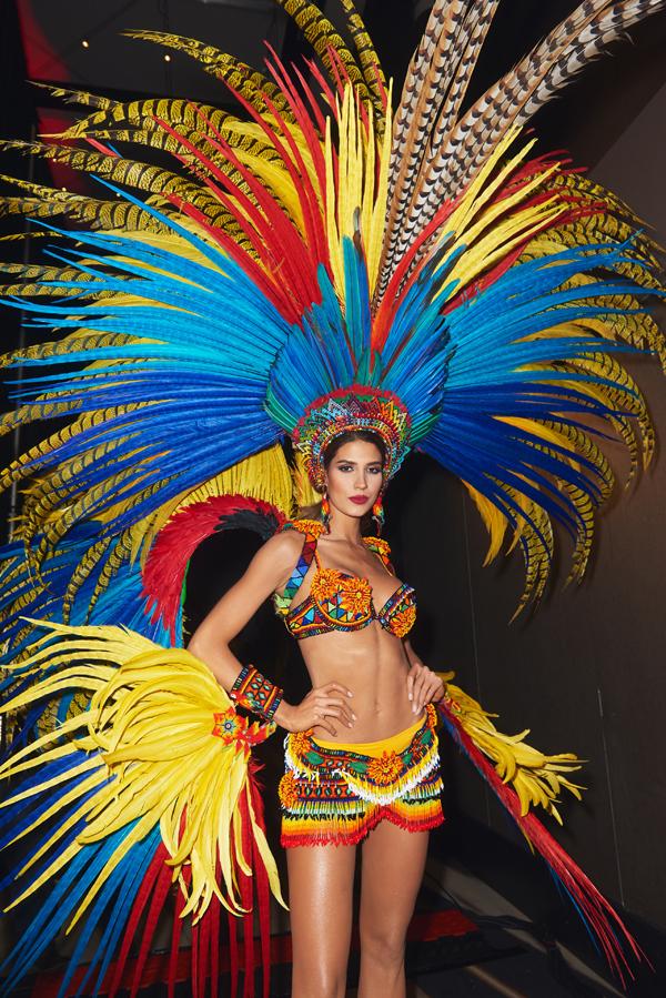 Người đẹp Colombia gợi cảm với trang phục lấy cảm hứng từ những cánh chim nhiệt đới.