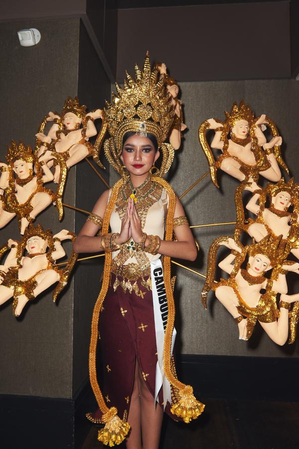 Người đẹp Campuchia mặc trang phục tôn vinh các vị thần.