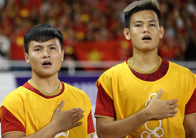 Quang Hải và Tấn Tài hát quốc ca