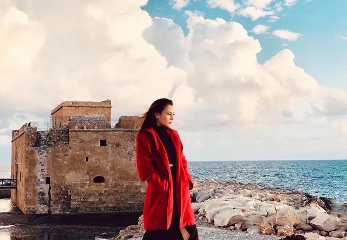 Ngọc Phương bên pháo đài cổ của người Hy Lạp.