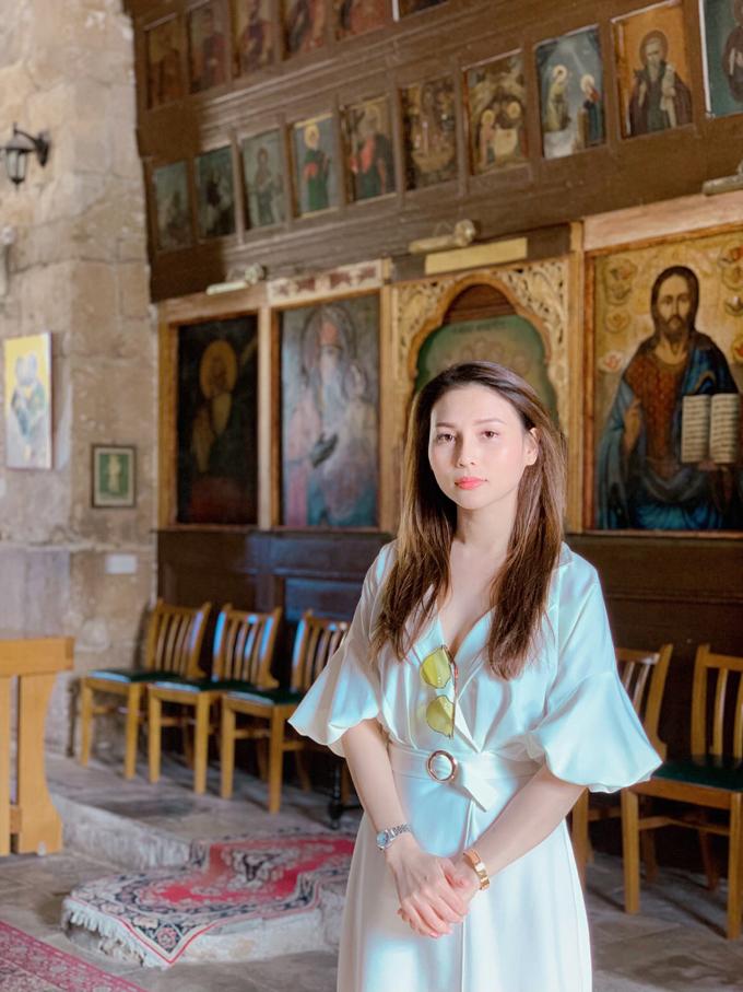 Ngọc Phương ghé thăm Nhà thờ lớn Hy Lạp. Nhà thờ được xây dựng từ thế kỷ thứ IV, đến nay được khoảng 1.600 năm tuổi. Đây cũng là nơi chôn cất của vua Đan Mạch thời xưa.