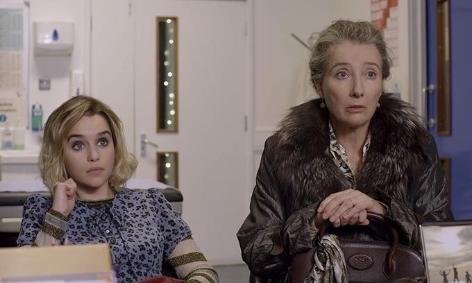 Emma Thompson và Emilia Clarke vào vai hai mẹ con đầy hài hước.