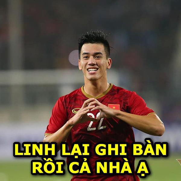 Phút 20 của trận đấu, Tiến Linh là cầu thủ ghi bàn mở màn cho Việt Nam. Tiền đạo 22 tuổi này cũng ghi hai bàn trong trận vớiU22 Thái Lan chiều 5/12.