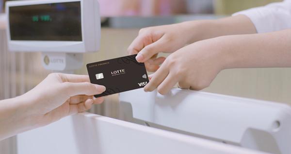 Thẻ tín dụng liên kết mang lại nhiều quyền lợi cũng như ưu đãi cho khách hàng khi chi tiêu.
