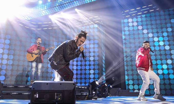 Họ mang đến sự sáng tạo bất ngờ khi mah up nhiều hit nhạc Việt.