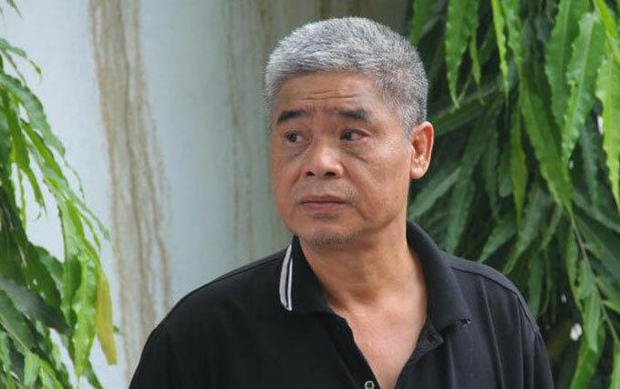Ông Phiến thực nghiệm hiện trường tại trường Gateway hôm 13/9. Ảnh: Nguyễn Ngoan.