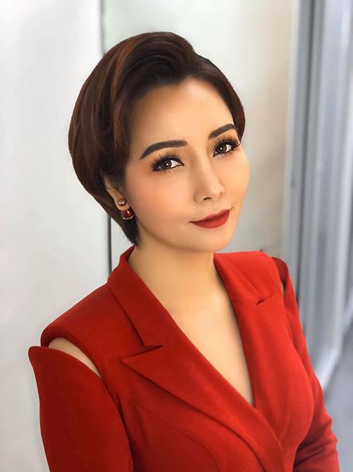 Diễn viên Mai Thu Huyền trẻ trung, cá tính với kiểu tóc tém mới.