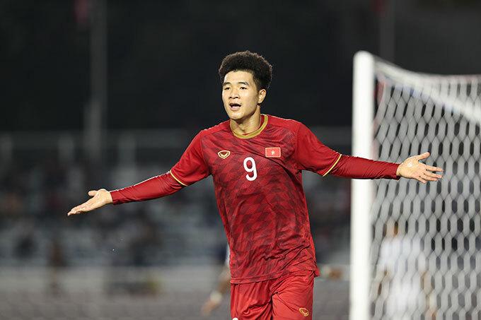 Hà Đức Chinh tiếp tục thi đấu ấn tượng, cạnh tranh danh hiệu Vua phá lưới với Osvaldo Haay của Indonesia.